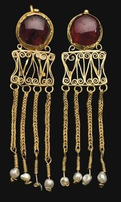 Beautiful Pair of Roman Gold and Garnet Earrings, ca. 2nd - 3rd Century CE.