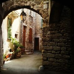Les ruelles de Saillans, Drôme