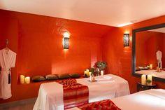 Top 15 des meilleurs spas parisiens - L'Express Styles Le Bristol, Bathroom Lighting, Styles, Spas, Mirror, Bed, Furniture, Glamour, Home Decor