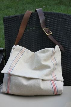 Messenger Bag - Feed sack leather, love the mix of textures. Complete instructions with pic-tutorial!