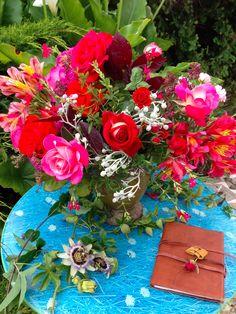 """Fleur de passion, petite série de compositions florales autour de la passion… """" La beauté est partagée en mille différentes manières ;  Le sujet le plus propre pour la soutenir, c'est une femme. """" Extrait : Les passions de l'amour - 1652."""