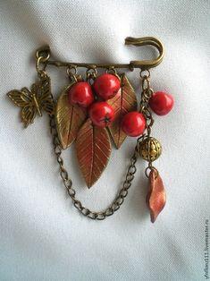 """Броши ручной работы. Ярмарка Мастеров - ручная работа. Купить брошь """"Рябинка"""". Handmade. Брошь, брошь с ягодами, Рябина Fall Jewelry, Copper Jewelry, Wire Jewelry, Jewelry Crafts, Safety Pin Crafts, Safety Pin Jewelry, Handmade Beaded Jewelry, Brooches Handmade, Barrettes"""