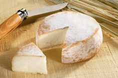 Chevrotin (Goats' milk) - from Rhône-Alpes. Recommended wine to go with it: Chignin Bergeron Fromage Aop, Fromage Cheese, Queso Cheese, Meat And Cheese, Cheese Bread, Wine Cheese, Goat Cheese, Camembert Cheese, Epoisses