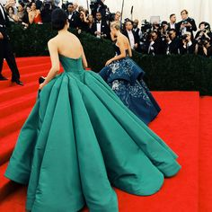 Karolina Kurkova in a dark blue with white print Marchesa dress and Model Liu Wen was the picture of perfection in this jade colored Zac Posen creation!!!
