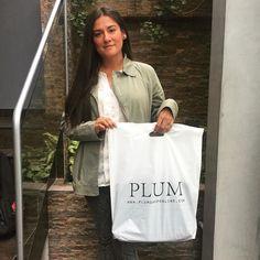 Carteras Plum - Handbags #outfit Visita: PLUMSHOPONLINE.COM - Hoy día nuestra linda ganadora del sorteo anterior de S/.200 GRATIS vino a recoger su premio!!! Muchas Gracias por Participar Marcia Mariel Mojalott