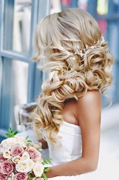 18 Most Romantic Bridal Updos And Wedding Hairstyles ❤ See more: www.weddingforwar… 18 Most Romantic Bridal Updos And Wedding Hairstyles ❤ See more: www. Wedding Hair Side, Wedding Hairstyles For Long Hair, Wedding Hair And Makeup, Pretty Hairstyles, Bridal Hair Side Swept, Hairstyle Ideas, Hair Makeup, Side Curls Hairstyles, 2017 Hairstyle