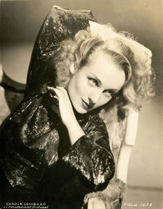 Portrait of Carole Lombard. Old Hollywood Glamour, Golden Age Of Hollywood, Vintage Hollywood, Hollywood Stars, Classic Hollywood, Hollywood Icons, Classic Actresses, Hollywood Actresses, Beautiful Actresses