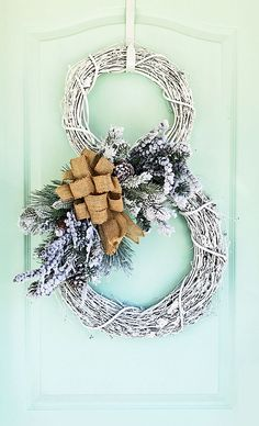 How to make a snowman wreath in under 30 minutes (video) Make A Snowman, Snowman Wreath, Diy Wreath, Christmas Snowman, Christmas Holidays, Country Christmas, Wreath Bows, Snowman Crafts, Wreath Crafts