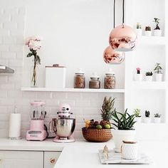 I hate to not credit a pic and I know this isn't Pinterest but oh my kitchen! Whoever this belongs to, can I move in?