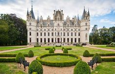 Destination wedding in Chateau Challain – get married in France Castle Pictures, Big Building, French Castles, Amazing Buildings, Beautiful Castles, Beautiful Places, French Chateau, Classic House, Loire
