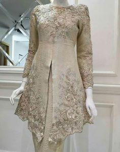 28 Trendy dress hijab evening wedding gowns - - 28 Trendy dress hijab evening wedding gowns Source by andiska Malay Wedding Dress, Kebaya Wedding, Muslimah Wedding Dress, Wedding Gowns, Wedding Hijab, Kebaya Modern Hijab, Kebaya Hijab, Kebaya Muslim, Model Kebaya Brokat Modern
