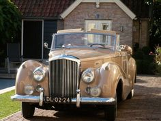 A very rare left hand drive 1954 Bentley R type Drophead Coupé by Park Ward. Now living in Holland.