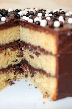 Flo bidouille en cuisine: Le layer cake le plus simple du monde ! Ganache Cake, Sweet Cakes, Food Design, Nutella, Fondant, Buffet, Cake Decorating, Layers, Food And Drink
