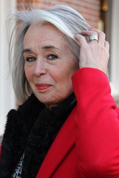 'There's only one problem with grey hair' Grey Hair Over 50, Long Gray Hair, Silver Grey Hair, Mature Women Hairstyles, Grey Hair Inspiration, Gray Hair Growing Out, Hair Starting, Ageless Beauty, New Haircuts