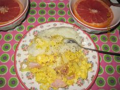 Red grapefruit, scrambled eggs with ham etc; an grits with butter