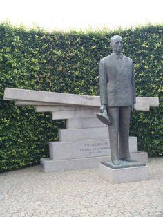 Statue of King Frederick IX of Denmark