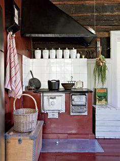 Kitchen design hacks, Paint is one thing you'll have to buy, only top quality paint. Cheap paint may harm your walls, and it also wears away fast, costing you a lot more money with time. Invest in quality paint to provide longevity. Boho Kitchen, Kitchen Wall Art, Kitchen Decor, Kitchen Design, Rustic Kitchen, Herd, Beautiful Kitchens, Home Kitchens, Sweet Home