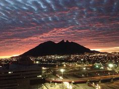 Atardecer Mexico People, Visit Mexico, Seattle Skyline, The Good Place, Sunrise, Places To Visit, Paradise, Mountains, World