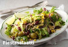 Fiestasalaatti, Resepti:Valio #kauppahalli24 #resepti #helpompiarki #salaatti #fiestasalaatti #kasvis Tex Mex, Cobb Salad, Sprouts, Salads, Food And Drink, Baking, Vegetables, Party, Pineapple