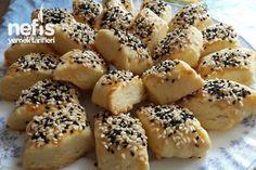 Ağızda Dağılan Tuzlular Tarifi nasıl yapılır? 65.085 kişinin defterindeki bu tarifin detaylı anlatımı ve deneyenlerin fotoğrafları burada. Salt Cookies Recipe, Cookie Recipes, Bread Recipes, Turkish Cookies, Savory Pastry, Food Articles, Turkish Recipes, World Recipes, No Bake Desserts