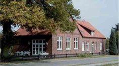 Musikakademie Dümmer See | Das Seminarhaus liegt in ungestörter Alleinlage am Ortsrand von Hüde im Naturpark Dümmer, nur 300 m vom See entfernt. Nutzen Sie die Atmosphäre des gemütlichen Hauses, inmitten einer naturbelassenen, ursprünglichen Landschaft zum arbeiten, proben und musizieren. Die Musikakademie Dümmer See ist in einem ca 100 Jahre alten Backsteingebäude, der ehemaligen Dorfschule von Hüde und zuletzt als Feuerrwehrgerätehaus genutzt, beheimatet.
