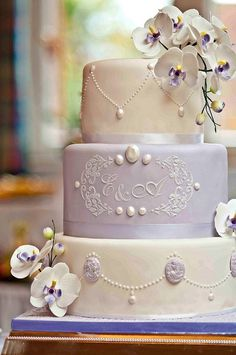 Lavender Cameo Cake  Wonderful cake for purple&lavender color wedding