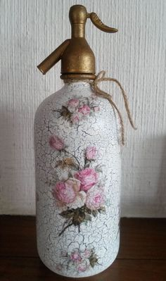 1 million+ Stunning Free Images to Use Anywhere Decoupage Glass, Decoupage Vintage, Bottle Vase, Bottles And Jars, Shabby Chic Accessories, Free To Use Images, Shabby Chic Crafts, Altered Bottles, Do It Yourself Crafts