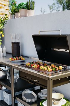 Sun's out? Get the barbecue on. From BBQ party ideas to BBQ tables, we've all you need to fire up the grill and chill all day long. Simple Outdoor Kitchen, Small Outdoor Kitchens, Outdoor Kitchen Grill, Outdoor Grill Area, Outdoor Cooking Area, Backyard Kitchen, Modern Backyard, Outdoor Spaces, Outdoor Living