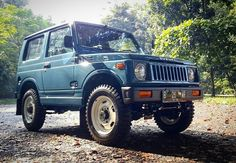 "Photo from @jujukmargono - ""Mobil ini gue kasih nama Wati Sumoto,"" ujar Andre Irawan tentang Suzuki Jimny SJ30 JDM Version yang sukses ia… Suzuki Sj 410, Jdm, Suzuki Jimny, Ranger, Dream Cars, Samurai, Monster Trucks, Offroad, Instagram"