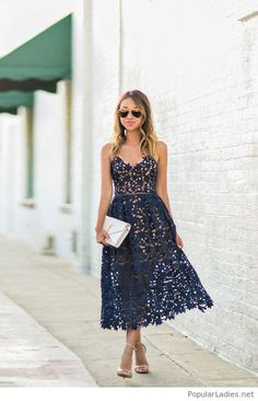 Awesome+navy+lace+dress+with+a+white+bag