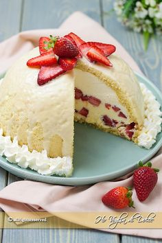 Cake and Recipe Strawberry Desserts, Mini Desserts, Sweet Desserts, Sweet Recipes, Dessert Recipes, Bolo Tiramisu, Torta Angel, Gelato Cake, Torte Cake