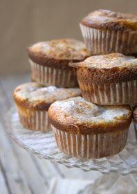 Muffins de Calabaza  MUFFINS DE CALABAZA CON FROSTING DE QUESO CREMA GRATINADO   INGREDIENTES:  200 g de puré decalabaza  2 huevos  2 cucharadas soperas de aceite deoliva  90 g de endulzante procedente de frutas Endulsana, de Susarón (120g de azúcar blanco si quereis hacerlo con azúcar)  una cucharadita de extracto de vainilla  175 g de harina  2 cucharaditas de levadura en polvo  media cucharadita de canela molida  media cucharadita de jengibre molido  una pizcade nuez moscada  150 g…
