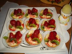 Reteta de acasa: Mini tarte cu fructe Mickey Party, Sweets Recipes, Sushi, Biscuits, Food And Drink, Cookies, Ethnic Recipes, Pie, Crack Crackers