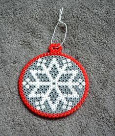 perler beads New Year Hama Beads Design, Diy Perler Beads, Perler Bead Art, Melty Bead Patterns, Hama Beads Patterns, Beading Patterns, Christmas Perler Beads, Beaded Christmas Ornaments, Diy Ornaments