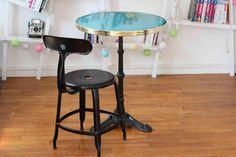 Table de bistrot ronde émaillée Bleu Turquoise • Guéridon émaillé