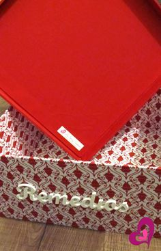 Caixa em MDF totalmente revestida com tecido 100% algodão para medicamentos.