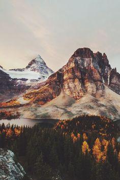 Mountain life | mountain | snow | winter | colorful | explore | nature | nature photography | landscape photography | travel | bucket list | Schomp MINI
