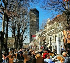 Belgrado, capital de Serbia ... Tarde soleada en la calle ....