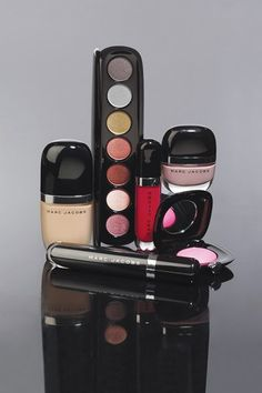 We've finally got a first look at Marc Jacobs' make-up line, launching at Sephora in August. The range is extensive and colourful because Jacobs think 'natural is a little lazy… Sephora, Mascara, Eyeliner, Sommer Make Up, Makeup Crafts, Jessica Simpson Collection, Marc Jacobs Makeup, Make Up Collection, Cute Makeup