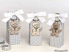 Llavero niño velita Comunión caja gris 3bombones min.3 - http://regalosoutletonline.com/regalos-originales/comuniones/llavero-nio-velita-comunin-caja-gris-3bombones-min-3