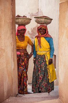 Shy women, Jaipur, Rajasthan, India