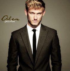 mmm.. Alex Pettyfer.