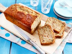 Bananenbrot - das einfache Rezept Explained step by step: How to bake banana bread! Baked Banana, Banana Bread, No Bake Desserts, Easy Desserts, Sweets Cake, Brownie Cookies, Food Inspiration, Bakery, Easy Meals