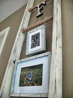 Porta-retratos aprovechando una vieja escalera.