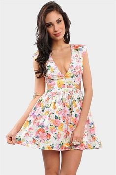 <3 #dress #floral  I  know I  don't  normally commit on these type of posts but I do love sun dresses.