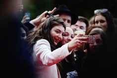 Lorde with fans <3