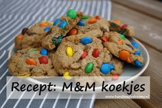 Recept: M&M koekjes Cookies, Breakfast, Desserts, Diy, Blog, Crack Crackers, Morning Coffee, Tailgate Desserts, Deserts