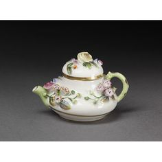 Teapot and cover 1830s | Rockingham Ceramic Factory | V&A Search the Collections