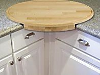 corner cutting board- you can put the trash can under it and sweep the scraps into it. corner cutting board- you can put the trash can under it and sweep… Woodworking Projects That Sell, Woodworking Plans, Carpentry Projects, Woodworking Furniture, Popular Woodworking, Wood Furniture, Furniture Plans, Woodworking Techniques, Woodworking Basics