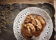 Η καλύτερη συνταγή για μελομακάρονα Η καλύτερη συνταγή για το πιο μελένιο γλυκό των Χριστουγέννων.